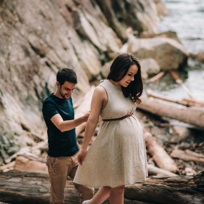 Maternity photos at Whitecliff park Vancouver